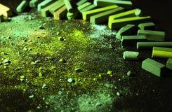 Jaskrawy - zielona kreda miażdżąca zdjęcia royalty free