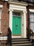 Jaskrawy - zielony drzwi w Gruzińskiej ćwiartce Liverpool fotografia stock