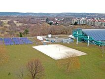 Jaslo/Poland-03 15 2018: Miejscy sporty powikłany MOSiR z zakrywającym pływackim basenem z wodnym obruszeniem i sport ziemiami no Obrazy Royalty Free