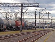 Jaslo, Polonia - 30 de marzo de 2018: Tren en un ferrocarril Sistema de transporte Transporte de la carga y del pasajero Un traba imagen de archivo libre de regalías