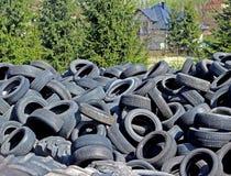 Jaslo/Yaslo Polen - april 12, 2018: Söta rubber gummihjul för olika bilar, lastbilar och traktorer Teknologi av bilindustri Arkivbild