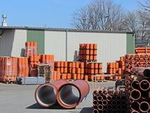 Jaslo/Yaslo Polen - april 12, 2018: Söta rubber gummihjul för olika bilar, lastbilar och traktorer Teknologi av bilindustri Fotografering för Bildbyråer