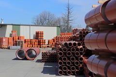 Jaslo/Yaslo, Polen - 12. April 2018: Süße Gummireifen für verschiedene Autos, LKWs und Traktoren Technologie der Automobilindustr Stockfotos