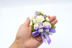 Jasmijn met de hand gemaakte die bloemen van met de hand gemaakt worden gemaakt Op de palm van de hand, is de betekenis de verteg Royalty-vrije Stock Foto's