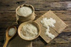 Jasmine Rice bianco Buon riso Tailandia sulle vecchie tavole di legno Fotografia Stock Libera da Diritti