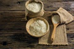 Jasmine Rice bianco Buon riso Tailandia sulle vecchie tavole di legno Fotografie Stock