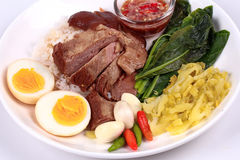 Jasmine Rice med kokt griskötthock, Khao Kha Moo Palo Arkivfoton