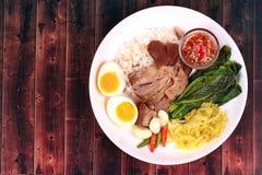 Jasmine Rice med kokt griskötthock, Khao Kha Moo Palo Royaltyfria Foton
