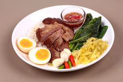 Jasmine Rice med kokt griskötthock, Khao Kha Moo Palo Arkivbild