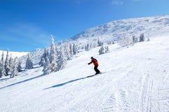 jasna乘坐滑雪者倾斜 免版税库存照片