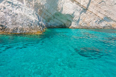 Jasna błękitne wody w Zakynthos, Grecja zdjęcie royalty free