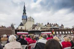 Jasna Gora, Polonia, el 13 de mayo de 2017: Adoración con Maria la reina encendido Imágenes de archivo libres de regalías