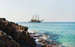 Jasna woda morze śródziemnomorskie przy Cleopatra plażą, Alanya, Turcja Fotografia Stock