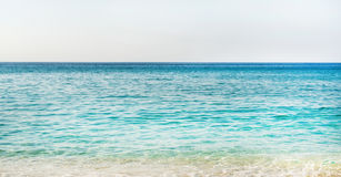 Jasna woda morze śródziemnomorskie przy Cleopatra plażą, Alanya, Turcja Zdjęcie Stock