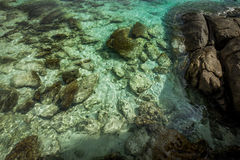 Jasna woda w Koh Racha Yai wyspie obraz stock