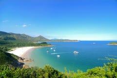 Jasna wody zatoka, Sai Kung, Hong Kong Globalny Geopark obrazy stock