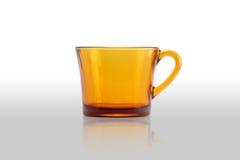 Jasnobrązowa szklana filiżanka z odbija Zdjęcie Stock