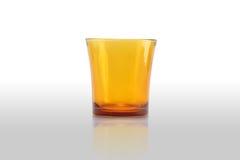 Jasnobrązowy szklany ustawiający na bielu Obraz Stock