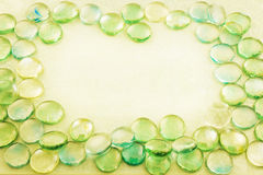 Jasnozielony szkło opuszcza aqua tło Zdjęcia Royalty Free