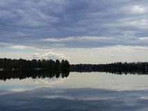 Jasny jeziorny odbicie zdjęcie royalty free