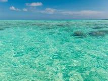 Jasny turkusowego błękita morze i niebo Zdjęcie Stock