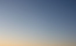 Jasny wieczór niebo bez chmur Zdjęcia Royalty Free