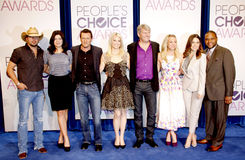 Jason Aldean, Casey Wilson, Jason O'Mara, Monica Potter, Fred Nelson, Kaley Cuoco, Sophia Bush, Anthony Anderson et Mark Burnett Image libre de droits