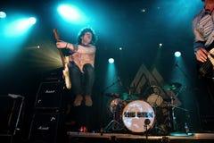Jason Barwick, gitarzysta i prawo ziemi brytyjska skała, błękity/skrzyknie parzenie Fotografia Royalty Free
