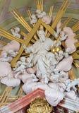 Jasov - sculpture baroque de Dieu le créateur du sommet de l'autel principal du cloître de Premonstratesian par Johann Anton Kraus Photo libre de droits