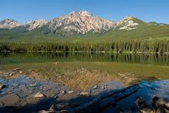 Jaspe Alberta da montanha da pirâmide Fotos de Stock Royalty Free