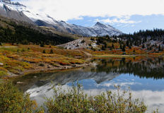 Jasper/Banff National Park in fall. First fall snow at small lake near columbia icefield in Canadian Rockies (Jasper/Banff National Park Stock Photos