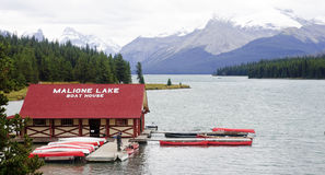 JASPER, CANADA - SEPTEMBER 9, 2016: Maligne Lake, Jasper Nationa. L Park on 9 September 2016 in Jasper, Maligne Lake is one of the major tourist attractions in Royalty Free Stock Photos