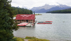 JASPER, CANADA - SEPTEMBER 9, 2016: Maligne Lake, Jasper Nationa. L Park on 9 September 2016 in Jasper, Maligne Lake is one of the major tourist attractions in Stock Images