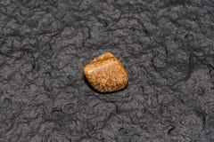 Jaspisedelstein Schöner natürlicher Kristalledelstein Niedrige Schärfentiefe lizenzfreie stockbilder
