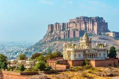 Jaswant Thada und Mehrangarh-Fort Lizenzfreie Stockfotografie