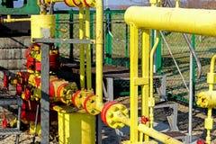 Jaszczew, Polônia - 8 de abril de 2018: Estação de bomba do óleo Tansport e distribuição do óleo Tecnologia do sistema de transpo imagens de stock