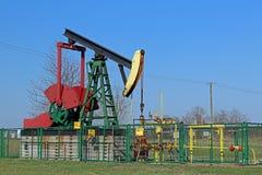 Jaszczew, Polônia - 8 de abril de 2018: Estação de bomba do óleo Tansport e distribuição do óleo Tecnologia do sistema de transpo foto de stock royalty free