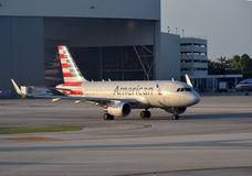 Jato de American Airlines Airbus A-319 Fotos de Stock Royalty Free