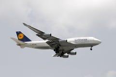 Jato de Lufthansa Boeing 747 Imagens de Stock Royalty Free