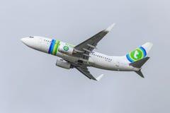 Jato de Transavia em voo Imagens de Stock