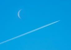Jato no céu. Imagem de Stock