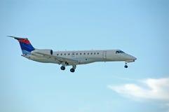 Jato regional de Embraer ERJ Foto de Stock Royalty Free