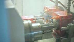 Jatos da máquina refrigerar de água durante o trabalho do metal Refrigerar das peças de aquecimento filme