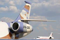 Jatos globais do negócio do falcão 2000LX e do bombardeiro de Dassault os 5000 estacionaram no aeroporto internacional de Shereme Foto de Stock Royalty Free
