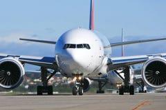 Jatos na pista de decolagem no aeroporto foto de stock