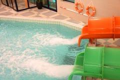 Jatos que deslizam para baixo corrediças de água Foto de Stock Royalty Free