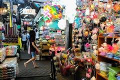 Jatujak周末市场在曼谷 库存图片