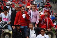 Jatuporn en Korkeaw leiden het protest Stock Fotografie
