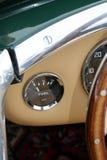 Jauge d'essence de voiture de sport britannique classique image libre de droits