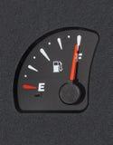 Jauge de carburant montrant le plein réservoir Images libres de droits